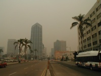 Looking east down Broadway Avenue at Pacific Coast Highway. ( 1pm to 2 pm 27 Oct 2003)